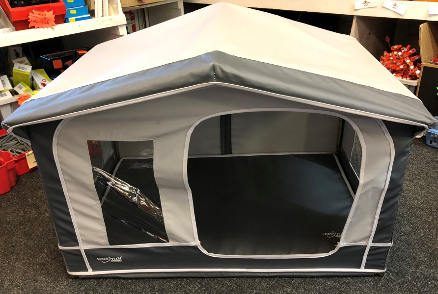 Camptech Pet House - Traditional Style